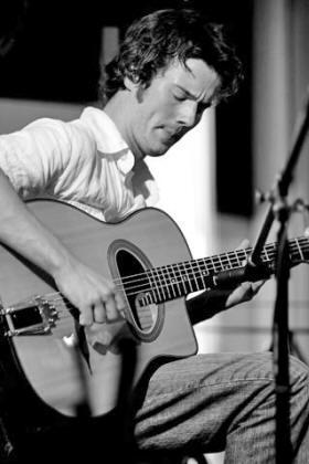 Jean-Michel Bérubé à la guitare