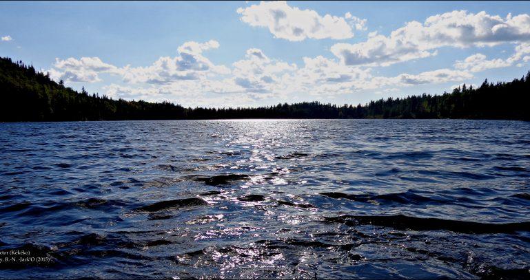 Lac Hector, collines Kekeko