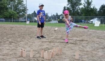 Jeux de lancer dans le sable