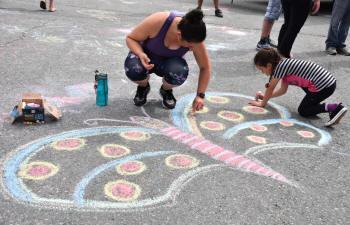 Dessiner un papillon sur la rue