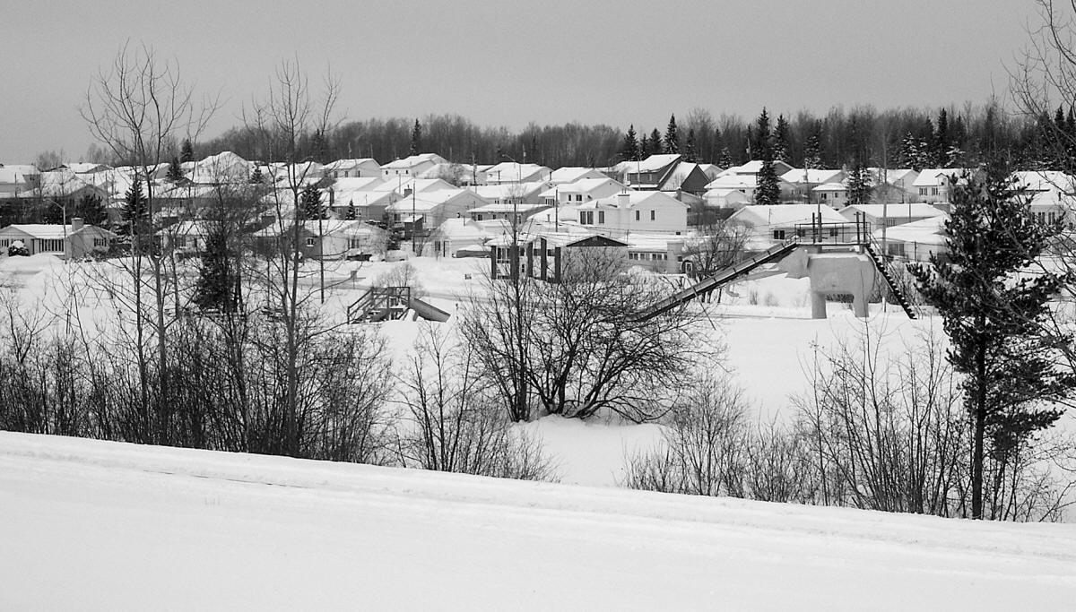 Le village d'Évain avec l'ancien éléphant sous la neige