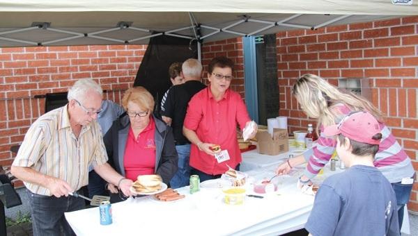 Fête familiale 2016 - distribution de hotdogs