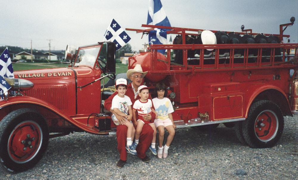 Ancien camion de pompier au village d'Évain