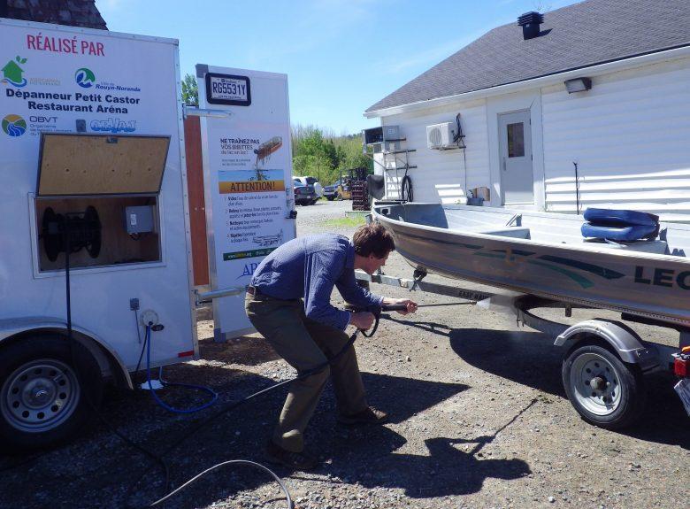 Station mobile de lavage de bateaux