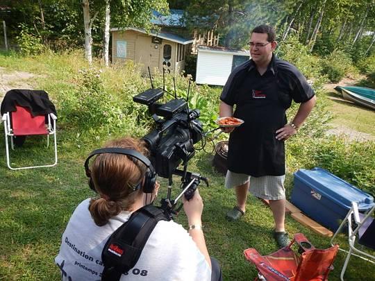 Devant la caméra, pendant le tournage de l'émission