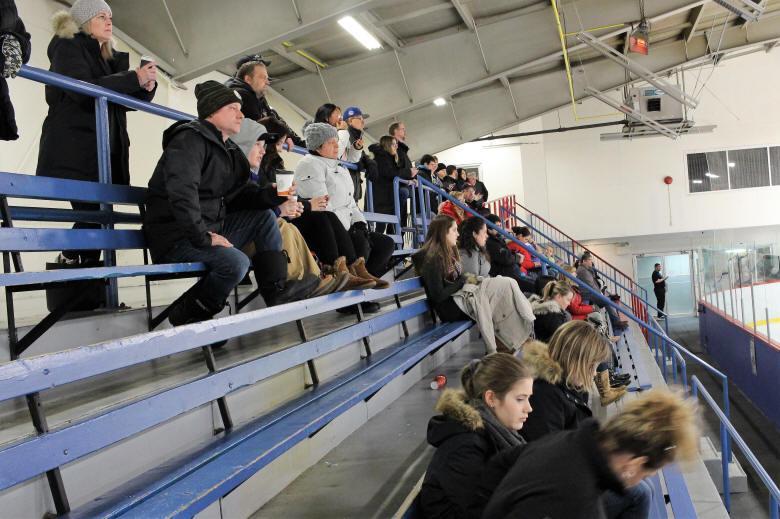 Spectateurs du tournoi de hockey Defi Laurent Laflamme 2018.