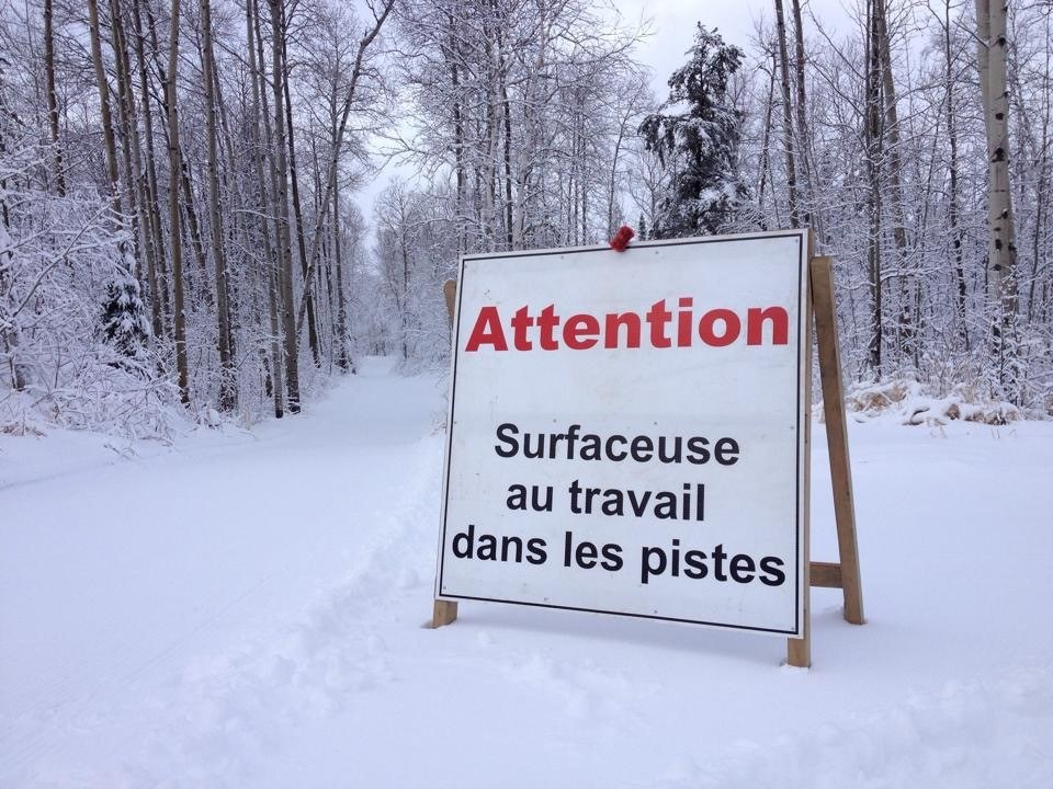 photo-annonce-surfaceuse-au-travail-cred