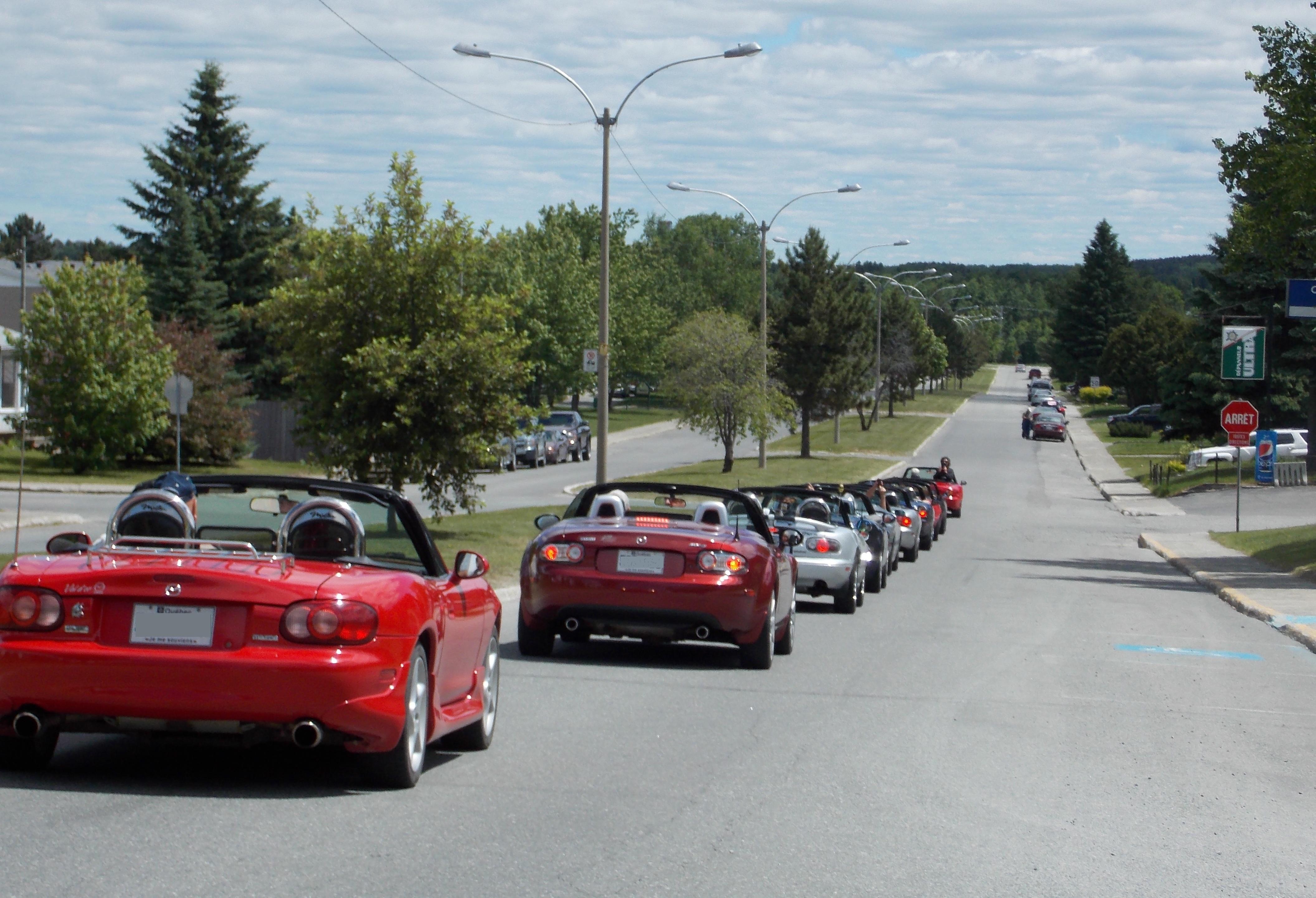 Défilé de voitures Miata